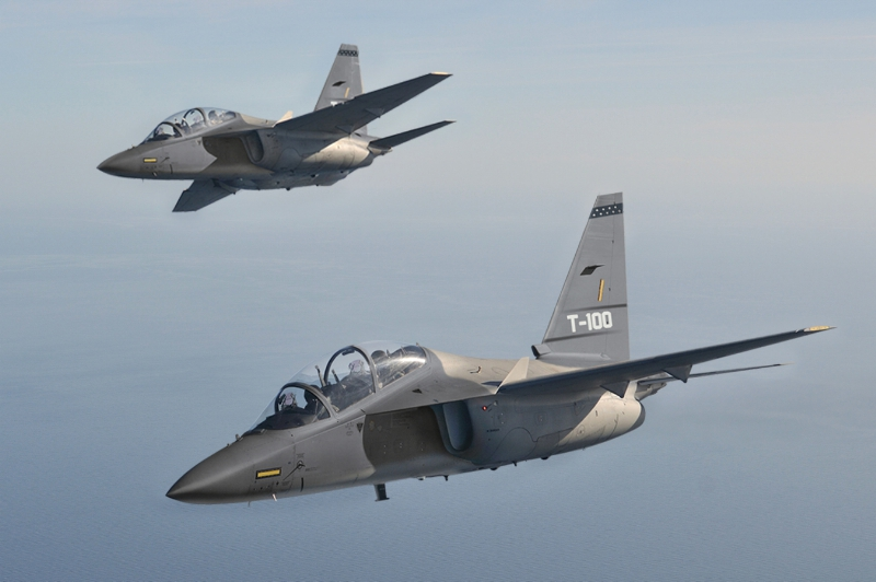 Two T-100's in formation flight (PRNewsFoto/Raytheon Company)